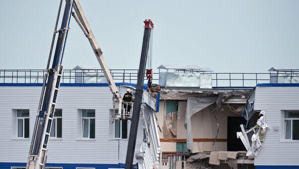 Обрушение здания учебного центра ВДВ в Омской области. Фото с места событий - Sputnik Узбекистан