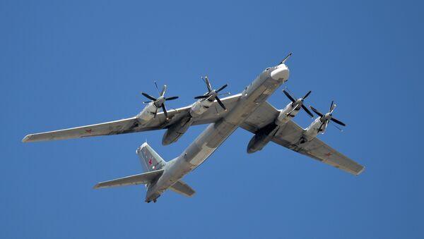 Стратегические бомбардировщик Ту-95. Архивное фото - Sputnik Узбекистан