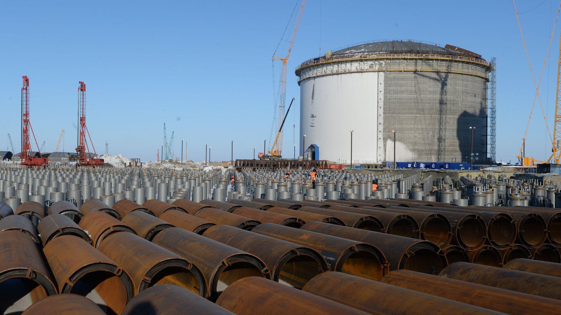 Резервуар для хранения сжиженного природного газа - Sputnik Узбекистан, 1920, 09.09.2021
