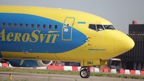 Самолет Боинг-737 украинского авиаперевозчика АэроСвит - Sputnik Узбекистан