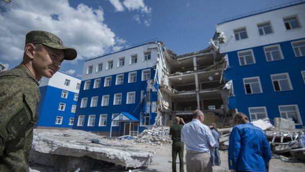 Обрушение здания учебного центра ВДВ в Омской области - Sputnik Узбекистан