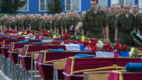 Прощание с военными, погибшими при обрушении казармы Омской области - Sputnik Узбекистан