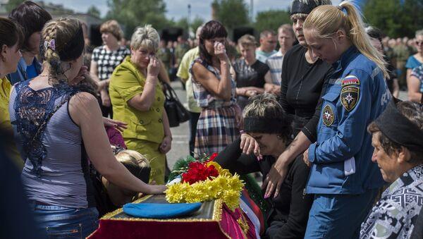 Прощание с погибшими при обрушении казармы  в Омской области - Sputnik Узбекистан