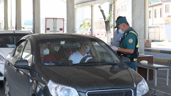Проверка документов водителей - Sputnik Узбекистан