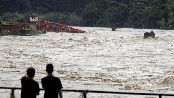 Последствия наводнения в Японии - Sputnik Ўзбекистон