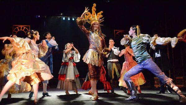 Молодежный театр Узбекистана опубликовал спектакль Тартюф на YouTube - Sputnik Узбекистан