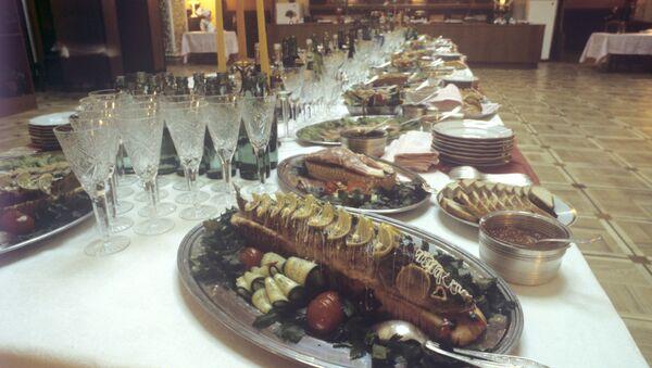 Сервировка стола в ресторане Метрополь - Sputnik Узбекистан