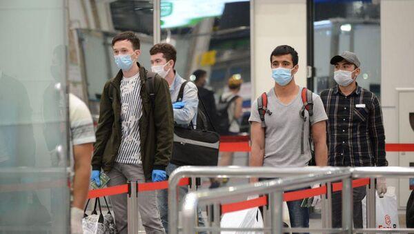 Около 200 студентов вернулись в Узбекистан из России - Sputnik Узбекистан