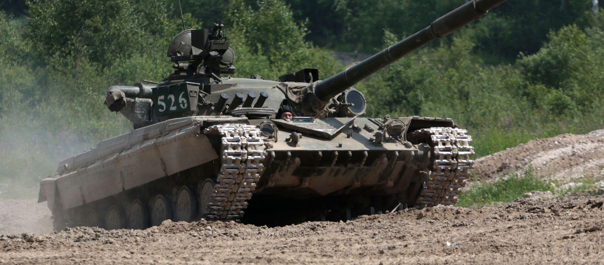 Tank T-64 vo vremya voyennыx ucheniy - Sputnik Oʻzbekiston, 1920, 23.07.2020