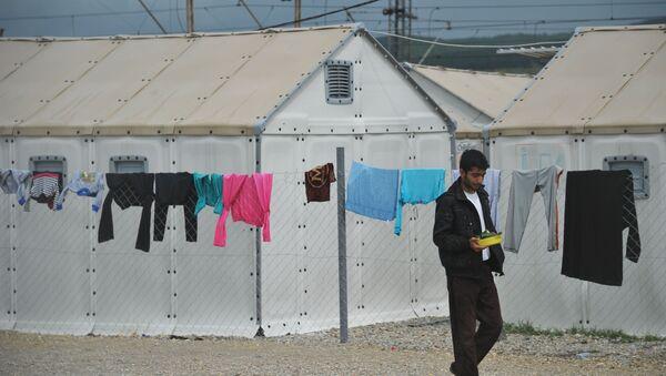Мигрант на границе - Sputnik Узбекистан