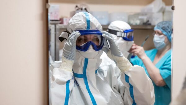Медицинские работники клинической больницы в палате с коронавирусными больными - Sputnik Узбекистан