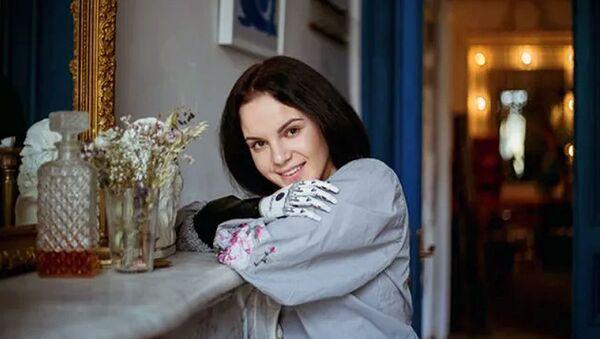 Маргарита Грачева с биопротезом на руке - Sputnik Ўзбекистон