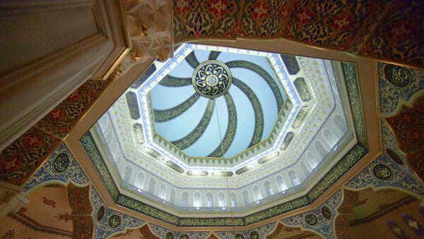 Внутреннее убранство Московской Соборной мечети - Sputnik Узбекистан