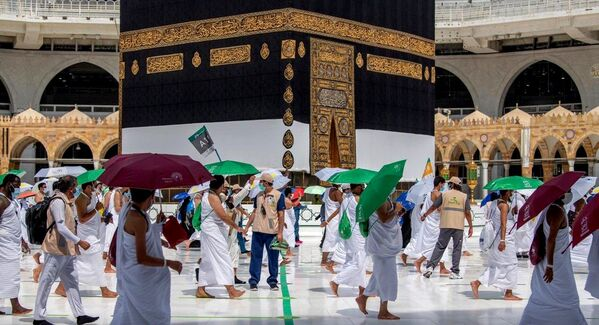 Мусульманские паломники окружают Каабу - Sputnik Узбекистан