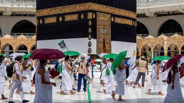 Мусульманские паломники окружают Каабу - Sputnik Ўзбекистон
