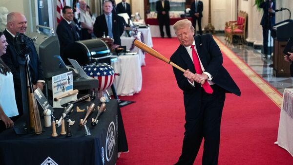 Президент США Дональд Трамп во время шоу Дух Америки в Белом Доме, Вашингтон - Sputnik Узбекистан