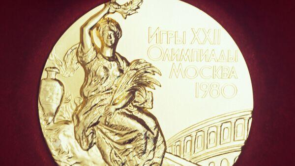 Лицевая сторона золотой медали XXII Олимпийских игр 1980 года - Sputnik Узбекистан