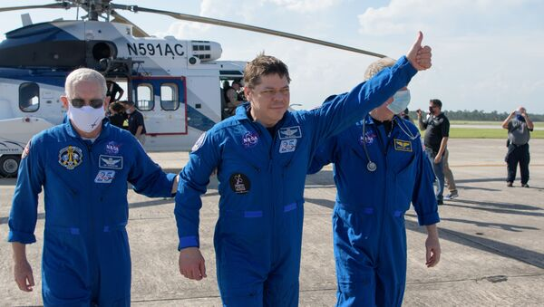 Crew Dragon вернулся на Землю после полета к МКС - Sputnik Узбекистан