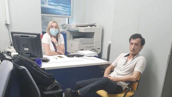 Сухроб Каримов в отделении банка - Sputnik Узбекистан