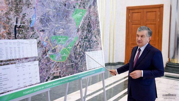 Президент Шавкат Мирзиёев ознакомился с проектами по изменению территориального устройства сопредельных районов города Ташкента и Ташкентской области - Sputnik Узбекистан