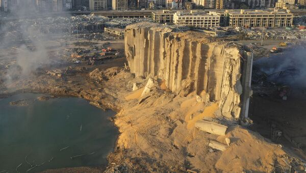 Разрушенное хранилище топлива в Бейруте после взрыва - Sputnik Узбекистан