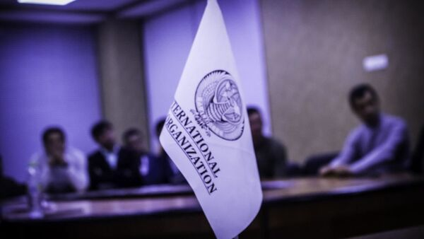 Флаг с логотипом International Job Organization - Sputnik Узбекистан