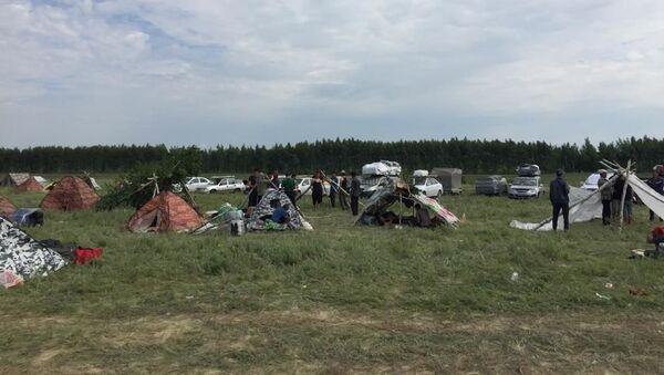 Stixiynыy lager migrantov iz TSA v Orenburgskoy oblasti na granitse RF i Kazaxstana - Sputnik Oʻzbekiston