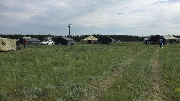 Стихийный лагерь мигрантов из ЦА в Оренбургской области на границе РФ и Казахстана - Sputnik Узбекистан