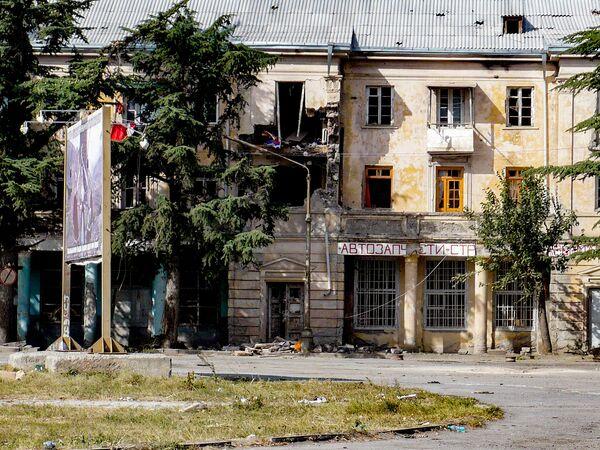 Жилой дом на Привокзальной площади в Цхинвале. - Sputnik Узбекистан