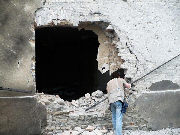 Один из журналистов обнаружил снаряд.  - Sputnik Узбекистан