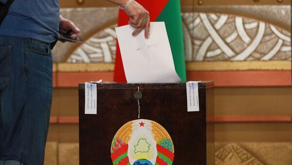 Голосование на выборах президента Беларуси в Москве - Sputnik Узбекистан