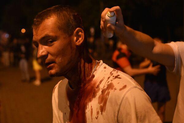 Раненый протестующий во время беспорядков в Минске после президентских выборов - Sputnik Узбекистан