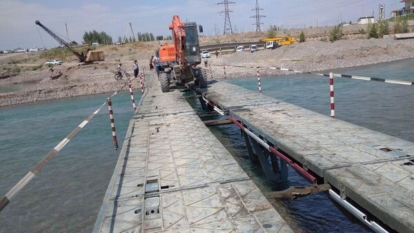 Строительство временного моста в Наманганской области  - Sputnik Узбекистан