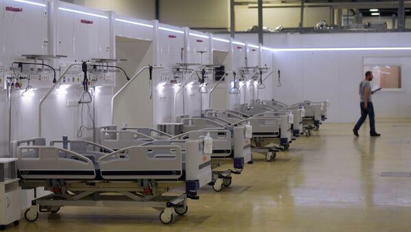 Реанимационное отделение во временном госпитале для пациентов с COVID-19 - Sputnik Узбекистан