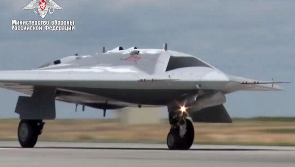 Первый полет новейшего беспилотника Охотник - Sputnik Ўзбекистон