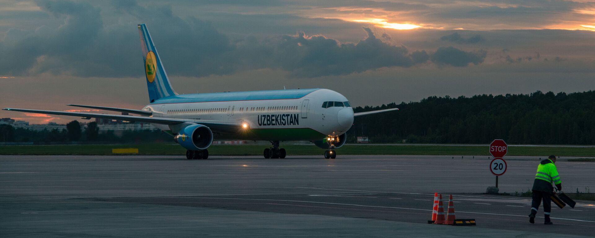 Самолет Airbus A320 компании Uzbekistan Airways - Sputnik Узбекистан, 1920, 10.04.2021