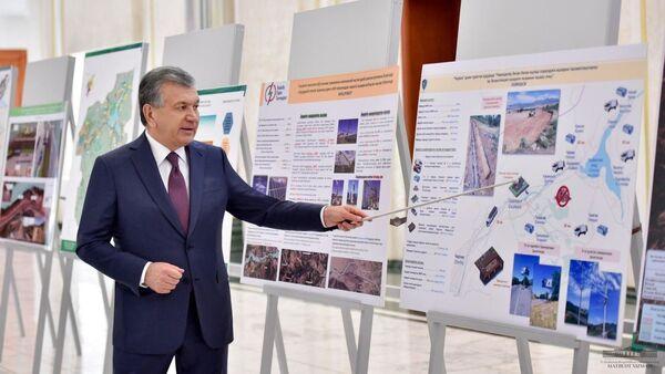 Шавкат Мирзиёев ознакомился с проектами по развитию туристической инфраструктуры в Бостанлыкском районе - Sputnik Узбекистан