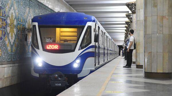 В Ташкенте поэтапно снимают карантинные меры - заработало метро и наземный транспорт - Sputnik Ўзбекистон