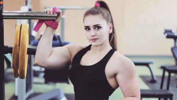 Чемпионка мира на Всемирном конгрессе по пауэрлифтингу Юлия Винс  - Sputnik Ўзбекистон
