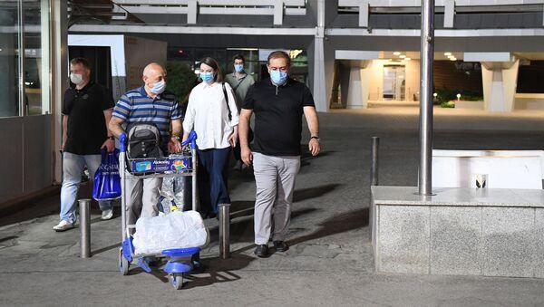 Российские врачи прибыли в Узбекистан для помощи коллегам в борьбе с коронавирусом - Sputnik Ўзбекистон