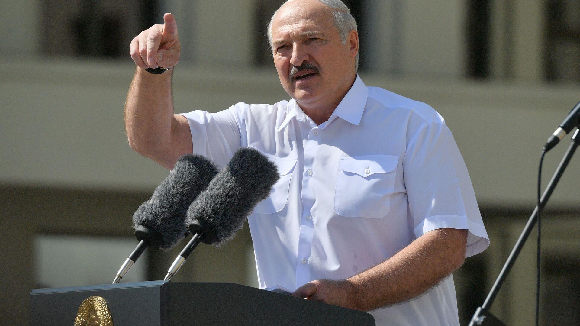 Президент Беларуси Александр Лукашенко выступает на митинге в его поддержку - Sputnik Ўзбекистон, 1920, 13.03.2021