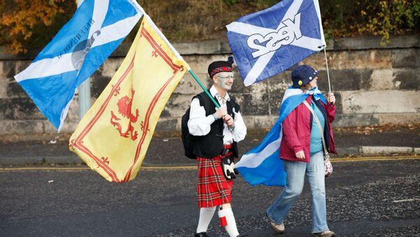 Марш за независимость Шотландии в Эдинбурге - Sputnik Узбекистан