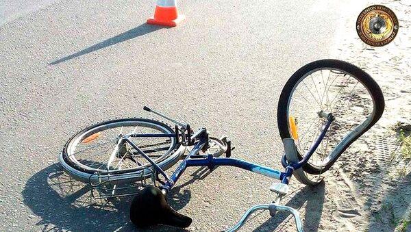 Ребенок погиб под колесами автомобиля в Самаркандской области - Sputnik Узбекистан