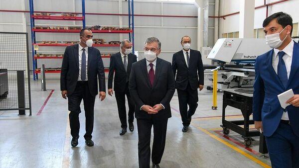 Шавкат Мирзиёев посетил предприятия в Бектемирском районе - Sputnik Ўзбекистон