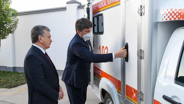 Шавкат Мирзиёев на презентации автомобилей специального назначения  - Sputnik Узбекистан