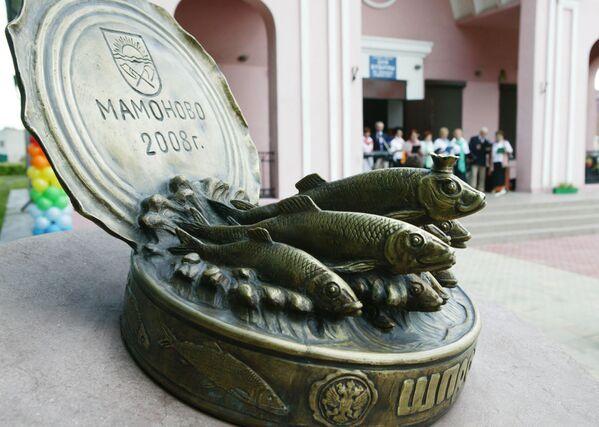 В городе Мамоново на берегу Калининградского залива открыли памятник Балтийским шпротам - Sputnik Узбекистан