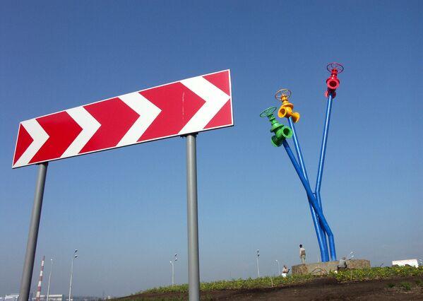 Памятник водопроводу в городе Мытищи Московской области - Sputnik Узбекистан