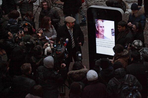 Открытие памятника Стиву Джобсу в Санкт-Петербурге - Sputnik Узбекистан