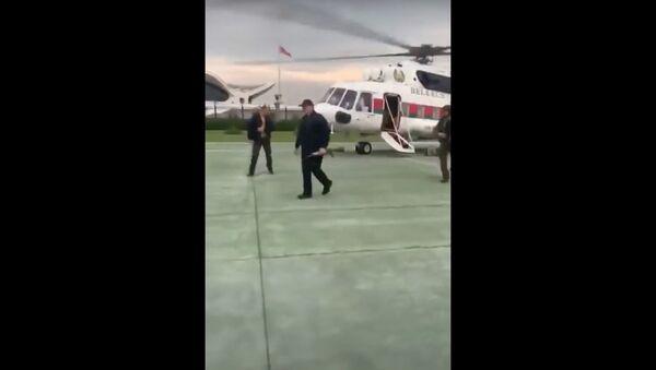 Srochno! Lukashenko v BRONEJILETE i s ORUJIYEM priletel vo Dvorets Nezavisimosti v Minske! - Sputnik Oʻzbekiston