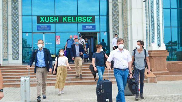 Группа немецких специалистов для помощи в борьбе с COVID-19 приехала в Бухару - Sputnik Узбекистан
